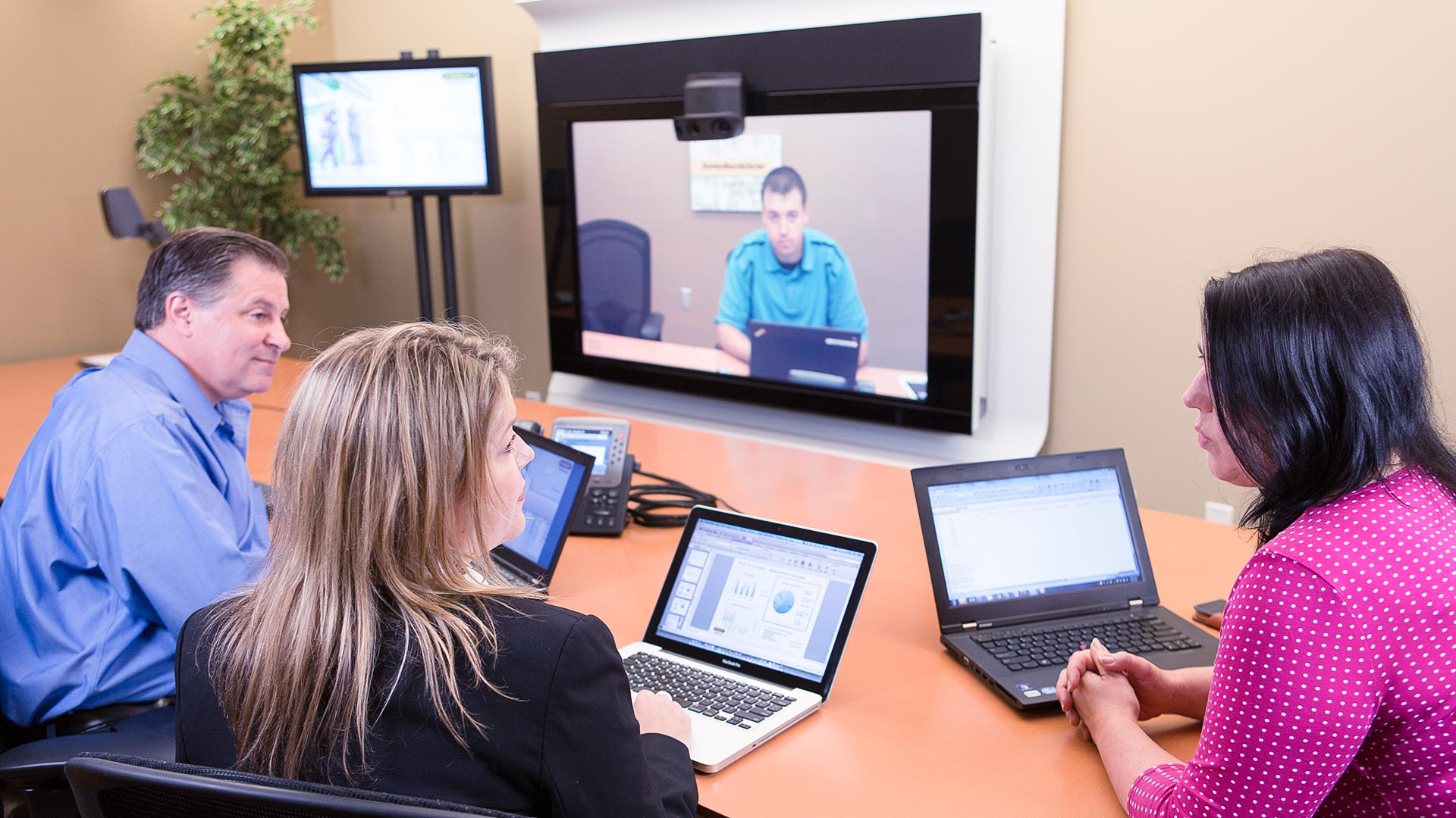 Meeting in telepresence conference room